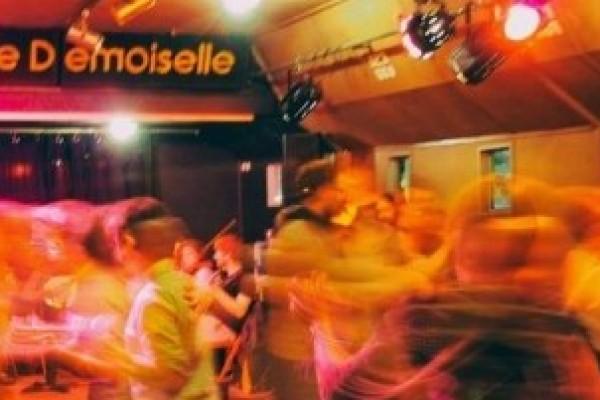 Tous les mercredis – 19h30-21h – Initiation aux danse du bal folk