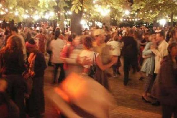 Affiche Atelier annuel cours de danse folk pour débutants tous les jeudis à Paris à Paris